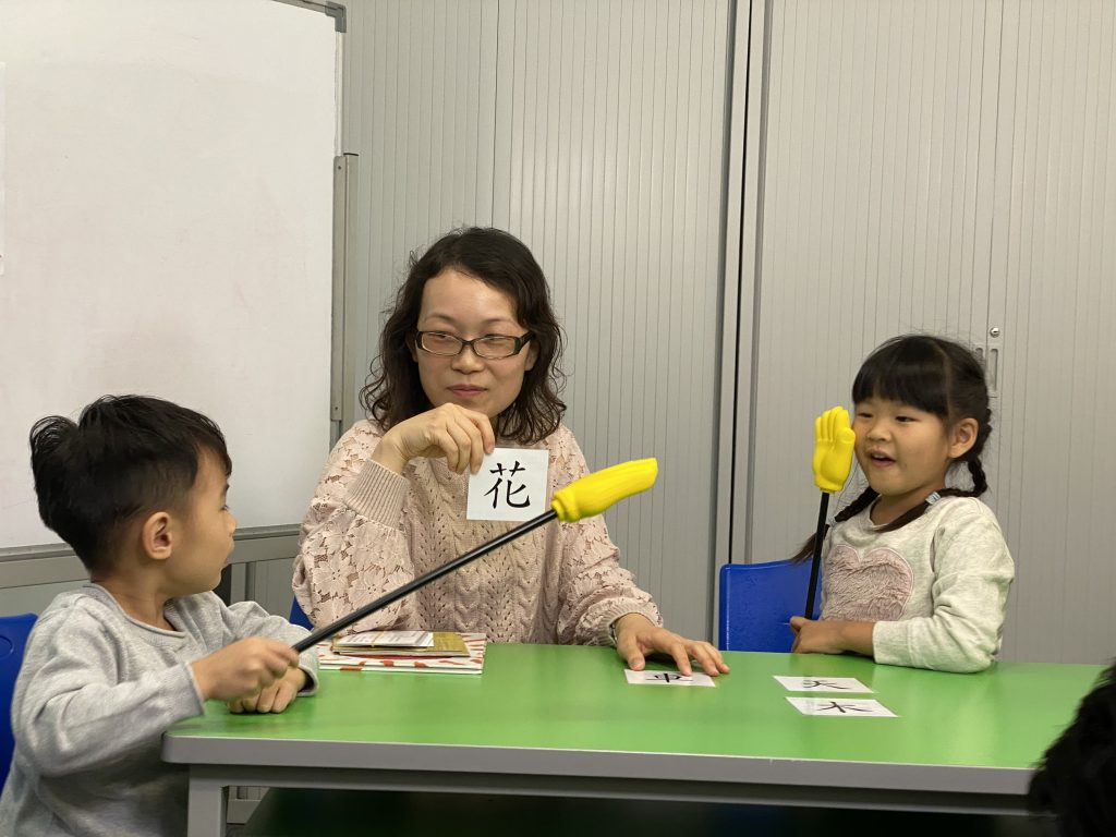 唐老師以小組遊戲方式令學生更投入學習。